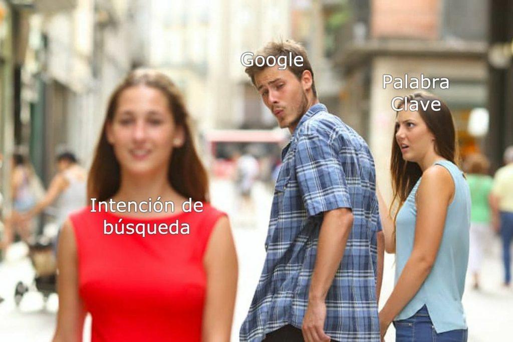 meme sobre como google ve el user intent y las palabras clave