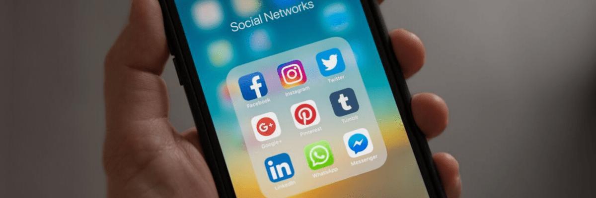Las tres redes sociales: Facebook, Instagram y Twitter en el móvil de un usuario