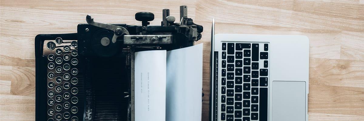 imagen de una máquina de escribir y un ordenador para la composición de texto en diseño web